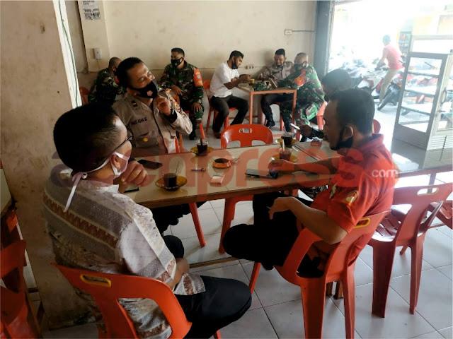 Dialog Santai, TNI Polri di Manggeng Serukan Warga Jangan Takut Divaksin