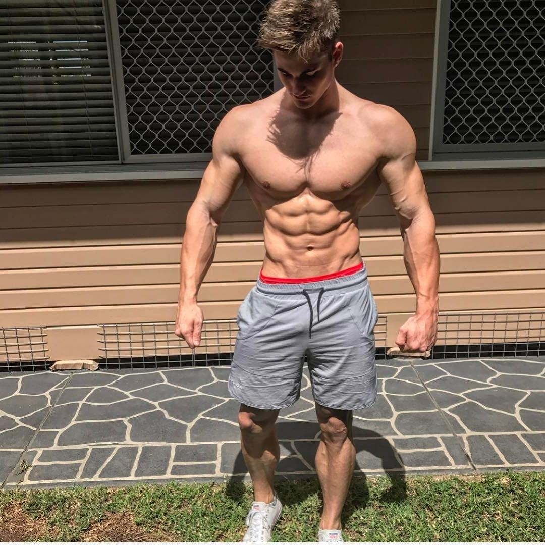 hot-guys-wider-shoulders-carlton-loth-shirtless-muscle-body