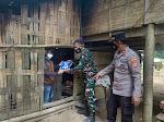 4 Warga Sanggalangi Mendapatkan Bansos PPKM dari Kapolres Toraja Utara