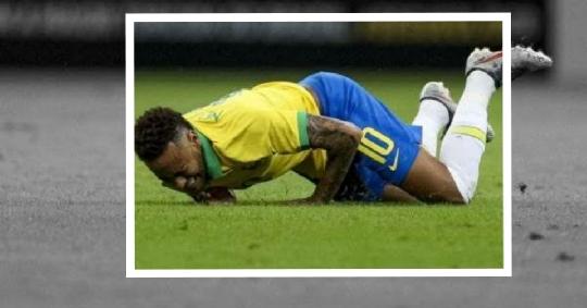 إصابة نيمار مع منتخب البرازيل فى مباراته مع نيجيريا