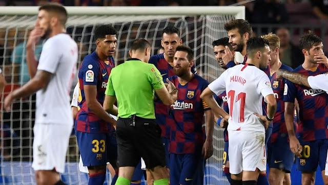 L'incroyable échange entre Messi et l'arbitre après l'expulsion de Dembélé