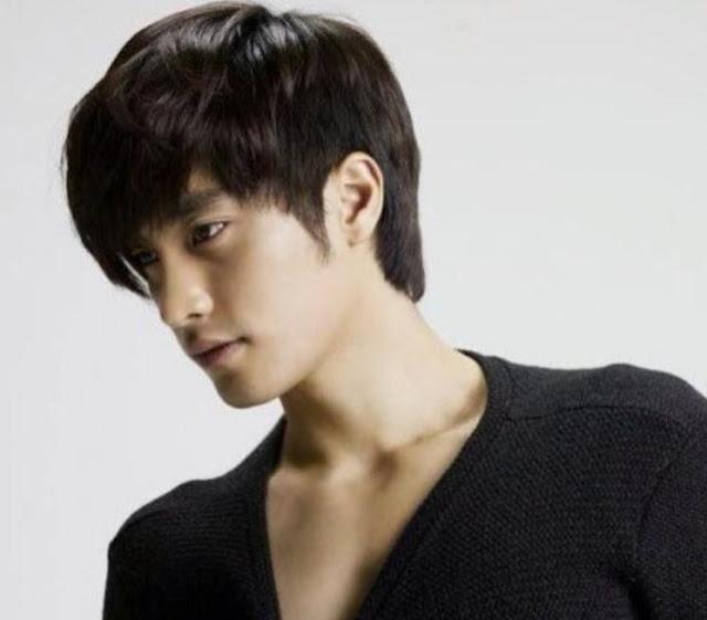 Gaya Rambut Pria Ala Artis Korea Long Bangs and Half-Nape Length