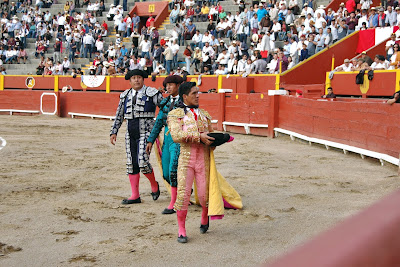 Vuelta ruedo torero huancaino Óscar Quiñónez arena plaza toros acho 2019 banderilleros