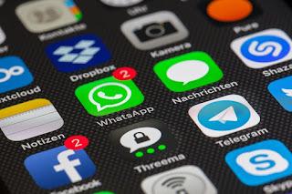 adu fitur whtasapp vs telegram