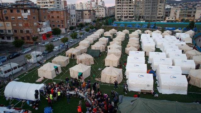 Στους 31 οι νεκροί από τον σεισμό στην Αλβανία - Δεκάδες χιλιάδες άνθρωποι έξω από τα σπίτια τους (βίντεο)