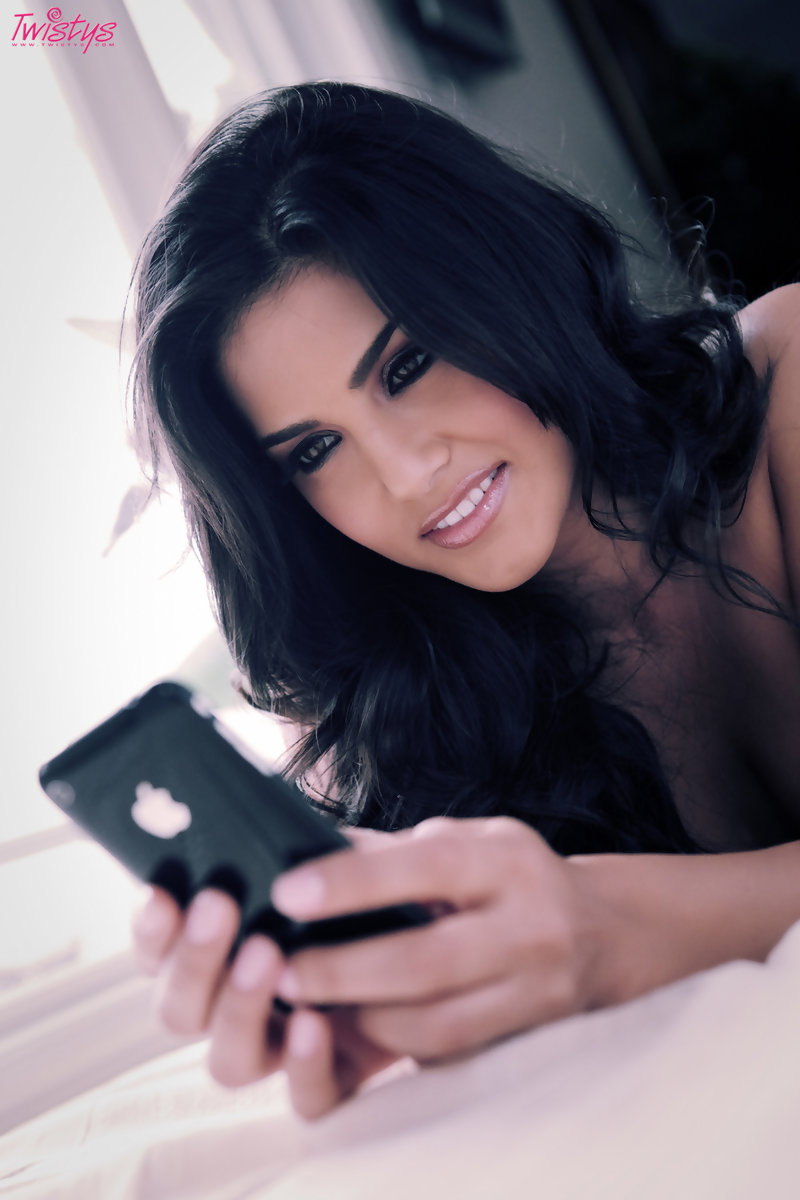 Hot Sunny Leone photos in HD quality