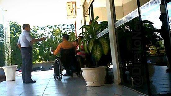 acessibilidade cadeirante indenizacao presa porta forum