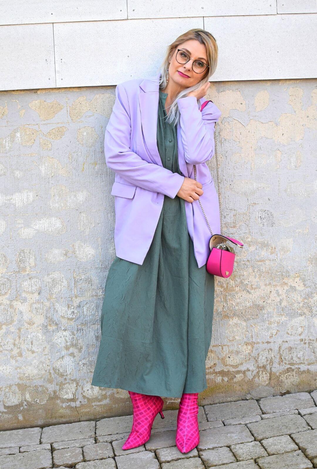 blazer-mit-kleid-kombinieren-outfit-1