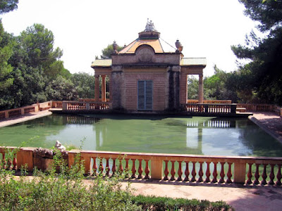 Pabellon Neoclasico y Estanque