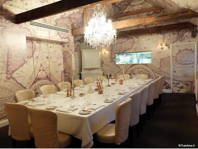 salle privée déco Tour du Monde planisphère imprimé baroc du sol au plafond Mews Bar Restaurant Londres