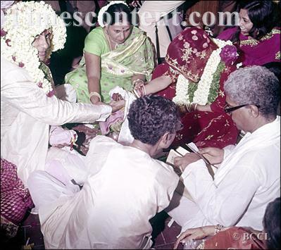 Amitabh-Bachchan-weds-Jaya-Bhaduri