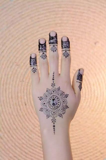 Back hand Centren Circle henna designs