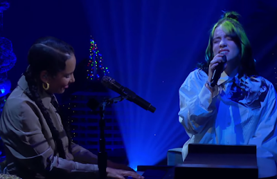 Billie Eilish e Alicia Keys cantando no Late Late Show