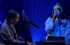 "Billie Eilish e Alicia Keys fazem dueto ao vivo de ""Ocean Eyes"""