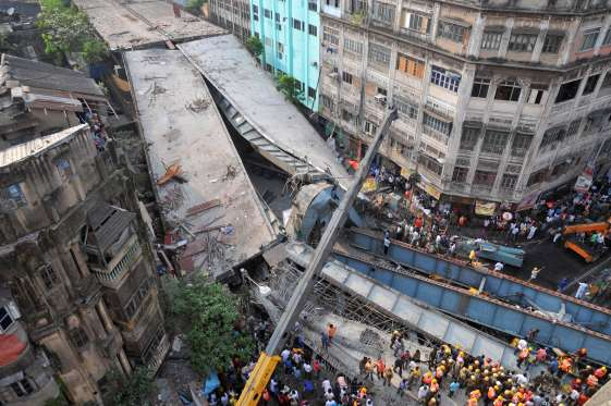 India flyover collapse: 14 dead and 150 trapped (Photos) 1