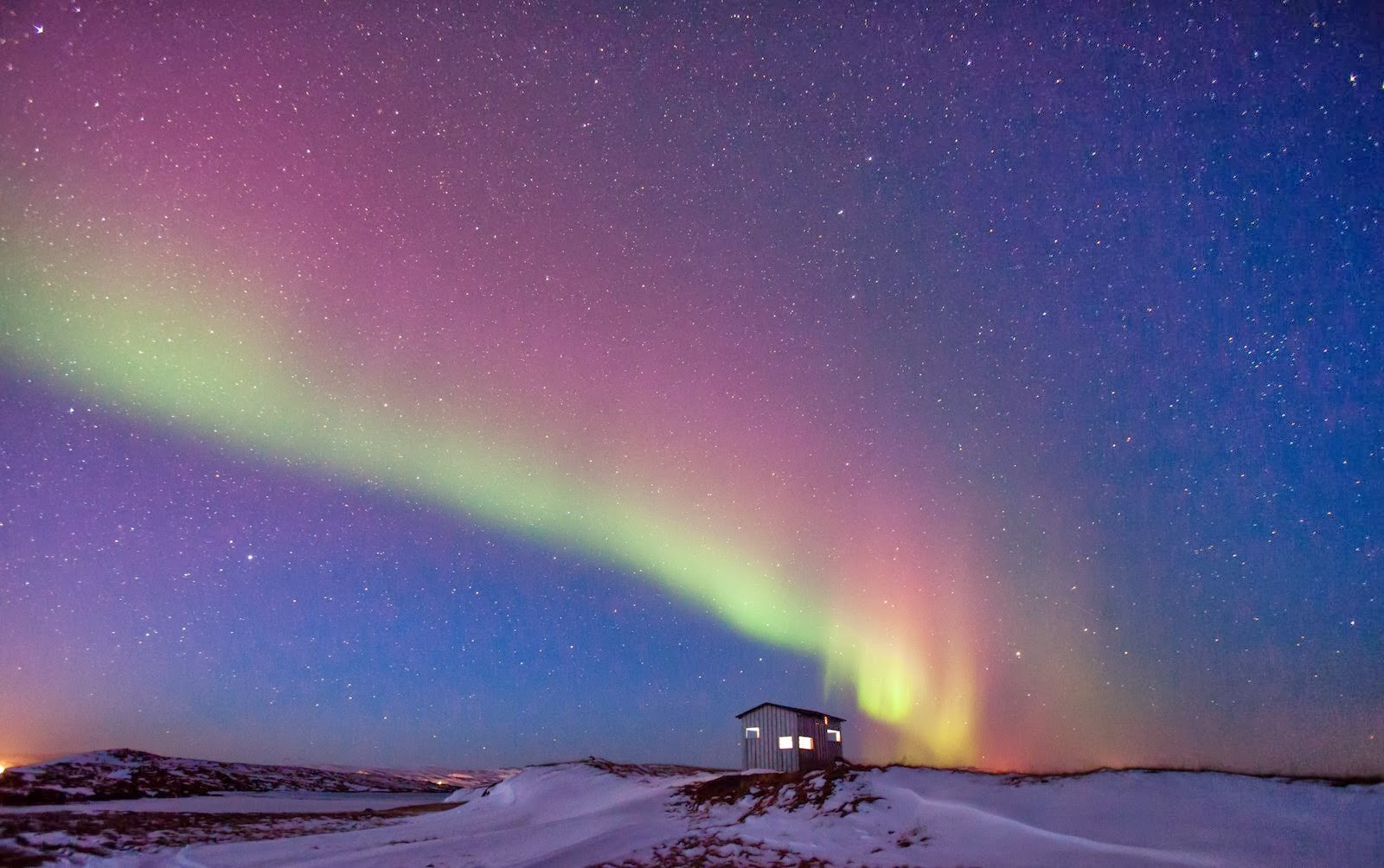 Travel in Iceland between Volcanoes, Glaciers and Northern Lights