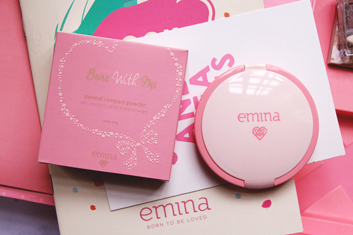 Vani Sagita Emina Cosmetics Bare With Me Mineral Compact Powder Light Beige