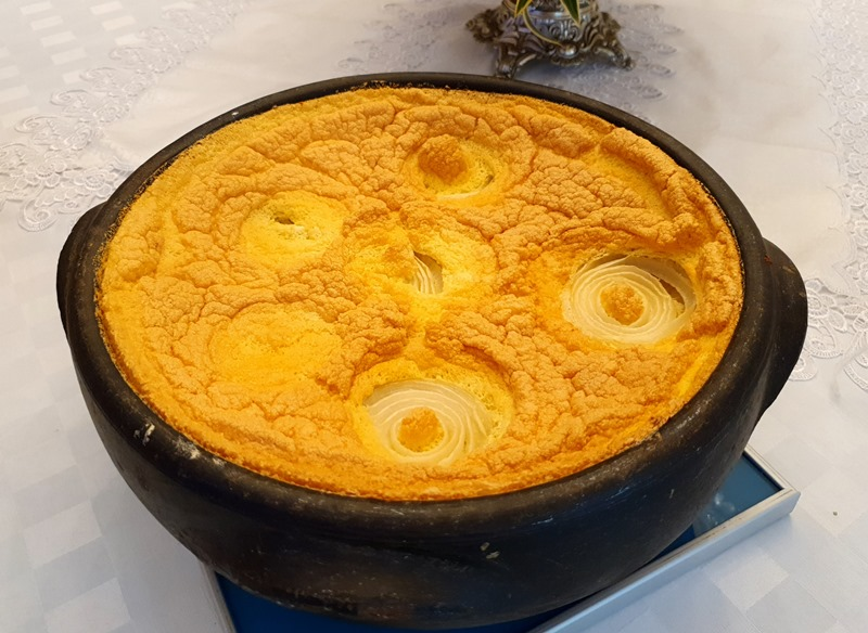 Pratos típicos da gastronomia capixaba: moqueca capixaba, torta capixaba, frutos do mar, comida italiana, café