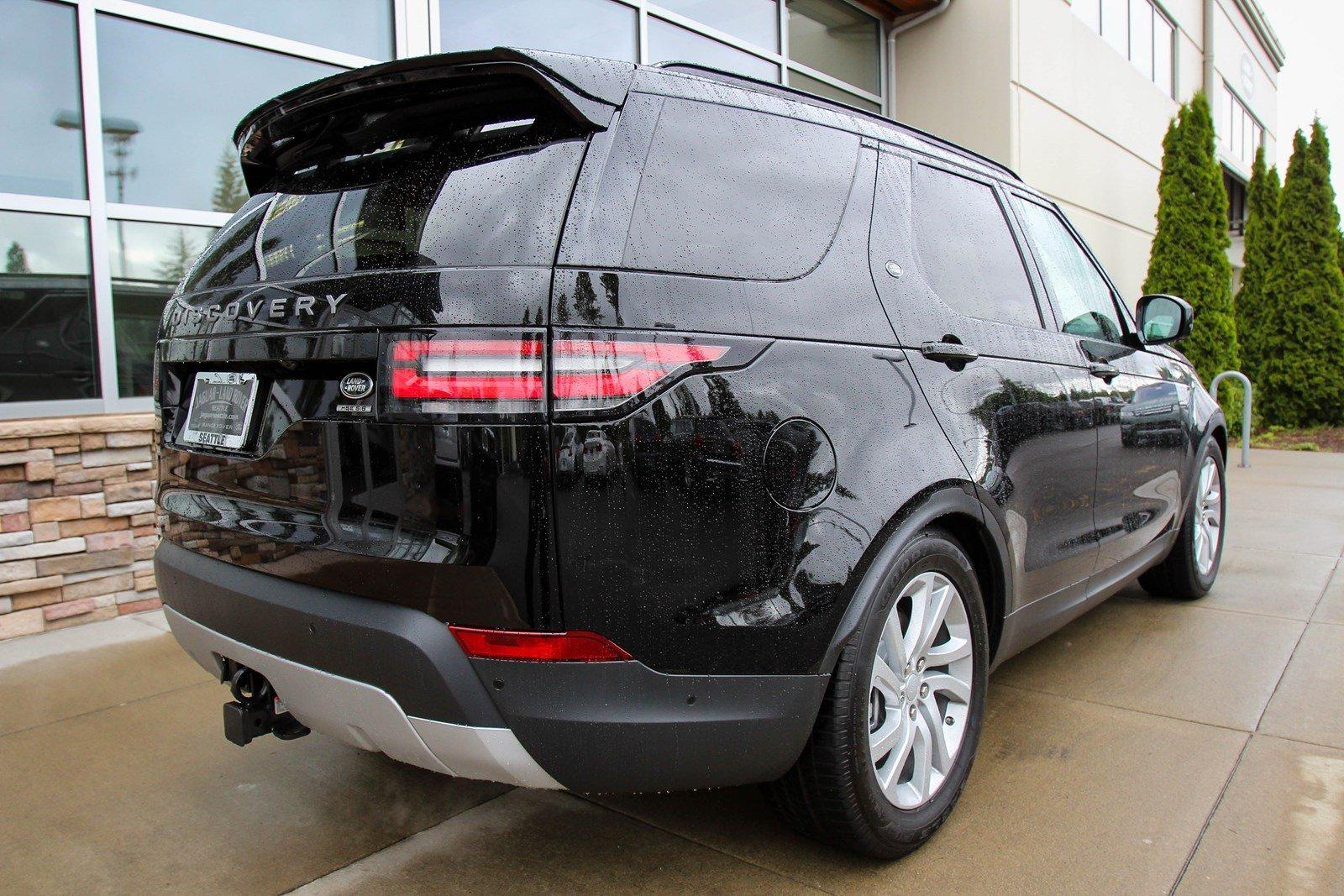 Land Rover Discovery nhập khẩu 7 chỗ máy xăng màu đen