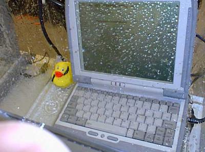 Solusi Jitu Memperbaiki Laptop Yang Terkena Air