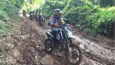 Kapolres Sumbawa Trabas Wilayah Terisolir Batulanteh untuk Salurkan Bantuan Polri