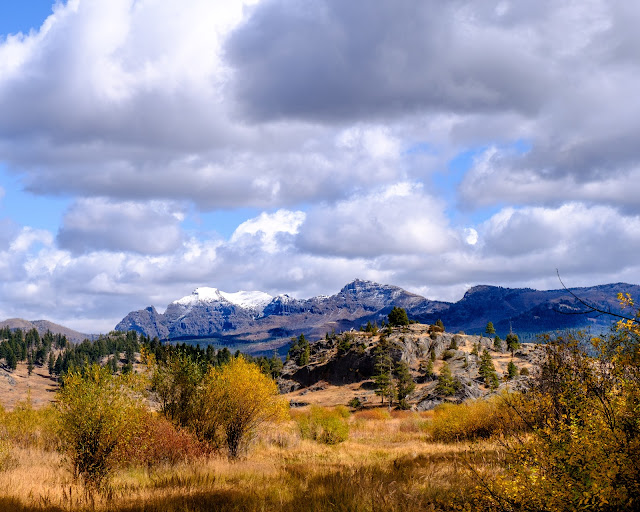 Adventurous Tastes| Golden fields, mountains and blue skies on Slough Creek trail in Yellowstone