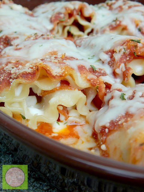 pepperoni pizza lasagna roll-ups (sweetandsavoryfood.com)