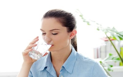 3 Alasan Terapi Air Putih Penting untuk Penderita Kolesterol