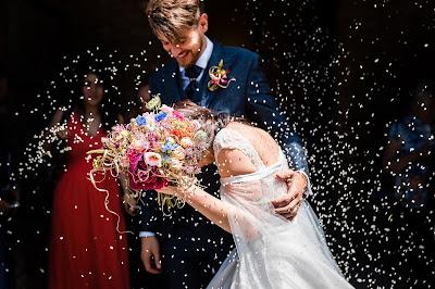 foto sposi riso chiesa