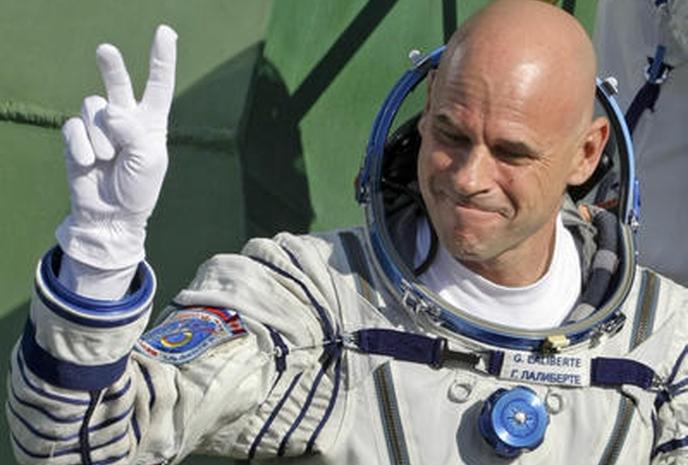 Картинки по запросу 2001 - Состоялся полет в космос первого космического туриста.