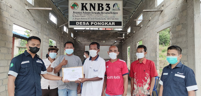 KUB Udang Duri Mendapat Bantuan Alat Tangkap Nelayan dari PT Timah Tbk