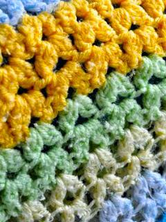 http://translate.google.es/translate?hl=es&sl=en&tl=es&u=http%3A%2F%2Fmymerrymessylife.com%2F2012%2F08%2Fcrochet-cluster-v-stitch-tutorial-free-crochet-tutorial.html