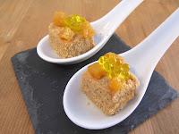 Bombón de foie y turrón y rebozado en galleta con manzana y AOVE