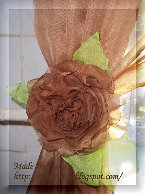 Шифоновая роза на ламбрекене