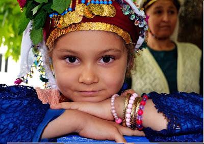 ما هي عادات قرية تشوماكداغ التركية ومن سكانها؟
