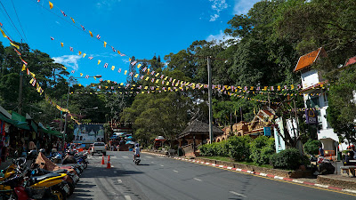Parking lot and entrance to Doi Suthep