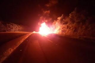 Caminhão pega fogo e interdita BR-101