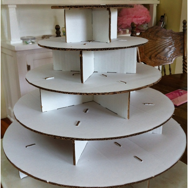 A Girl in Wine Country: DIY cupcake stand!