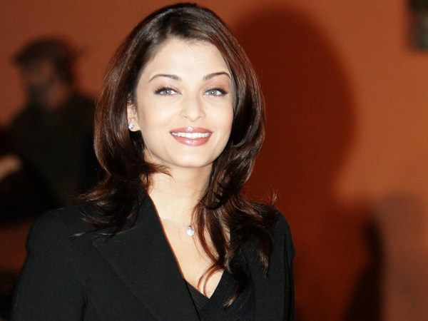 Aishwarya Rai Pictures Hot and wallpapers