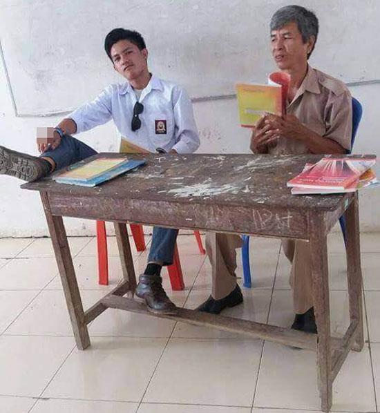 Foto Ilham, Siswa SMA Yang Tak Punya Sopan Pada Guru