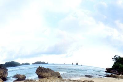 Keindahan Pantai Batu Pecah Makang