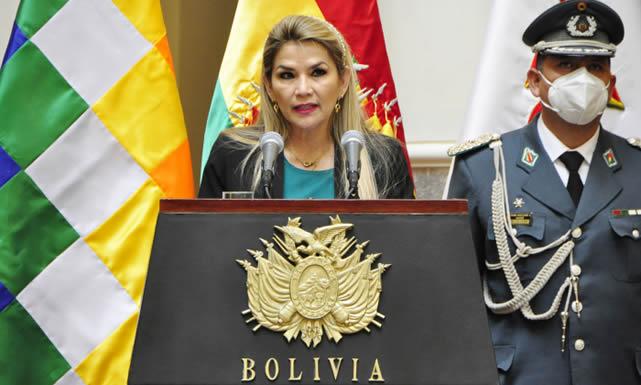 "Presidenta Áñez: ""Cambiar leyes para mandar más va contra la libertad"""