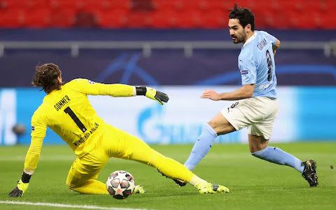 Ilkay Gundogan scores for Man city against Monchegladbach