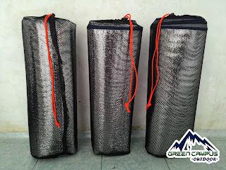 Matras berlapis aluminium foil lebih hangat dan lebih lebar dibandingkan matras yg biasa.