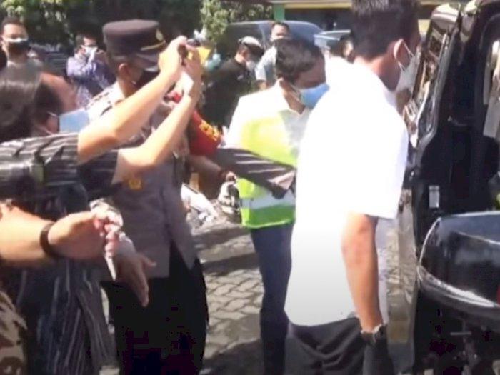 Polisi Ini 'Berani' Halangi Gibran Masuk Mobil Luhut Binsar