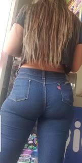 Hermosa mexicana jeans apretados nalgas redondas