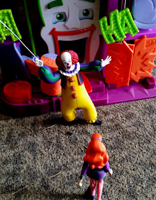 NECA Toony Terrors IT 1990 Pennywise Action Figure