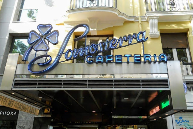 3 Days in Madrid: Neon sign for Somosierra Cafeteria