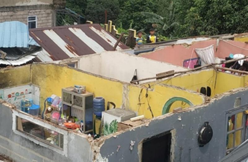 Dihantam Puting Beliung, Atap 3 Rumah Warga Tanjungriau Ilang