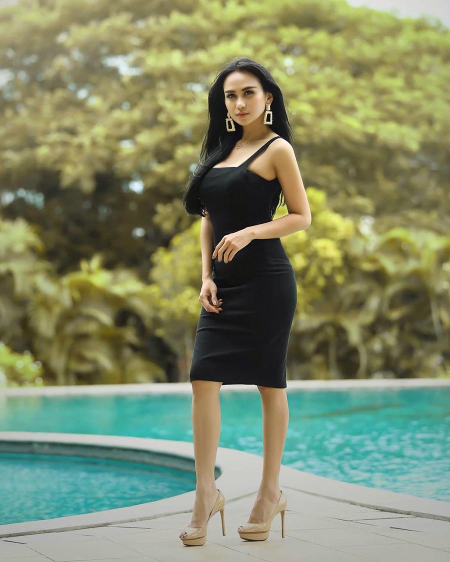 Bebizie aka Sari Sri Mulyati body goals